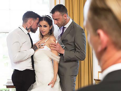 Первая брачная ночь с женихом и его друзьями