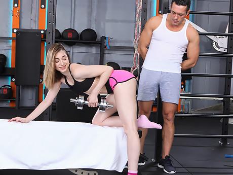 Пришла в спортзал накачаться, а её накачали спермой